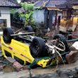 Lo tsunami ha colpito le coste dello stretto di Sonda