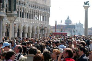 Venezia, con la manovra arriva il ticket di ingresso: da 2,5 a 10 euro per chi entra in città