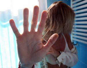 Forlì: marocchino accoltella la fidanzata incinta e tenta di strangolarlo