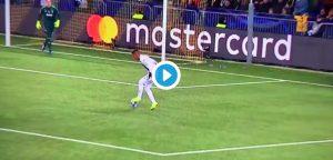 Young Boys-Juventus, VIDEO rigore: grave errore di Alex Sandro ma anche Douglas Costa...