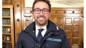 Cesare Battisti, Bonafede pubblica video che rivela identità di un agente. Penalisti lo denunciano