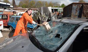 Carsmash: spaccare le auto per divertimento. Ad Amsterdam è un rimedio anti-stress