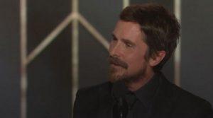 "YOUTUBE Christian Bale vince il Golden Globe e ringrazia Satana. I satanisti esultano: ""Ave!"""