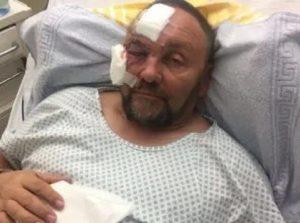 Frank Magnitz, il deputato di estrema destra è stato spinto ma non pestato e bastonato