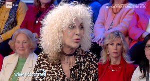 """Donatella Rettore rivela: """"Mia madre comprò un guinzaglio per non farmi scappare"""""""