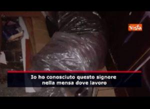 Udine, clochard costretto a dormire sotto teli di plastica perchè gli buttano le coperte che gli avevano dato VIDEO (Video vista)