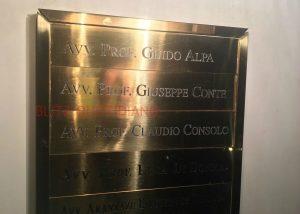 """Carige, Conte nega: """"Mai avuto studio con Alpa"""". Ma sulla targa c'era il suo nome... FOTO"""