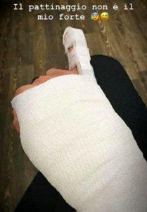 Ignazio Moser, incidente sul ghiaccio: mano e mignolo fasciati
