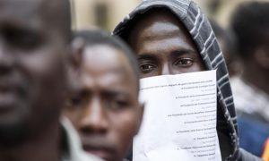 Reddito di cittadinanza agli stranieri, Lega furiosa. L'insostenibile smentita di Di Maio
