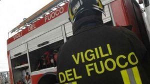 Brescia, vasto incendio nei boschi sopra Tignale (foto d'archivio)
