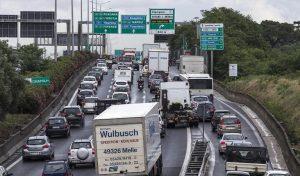 Incidente sulla Pontina: tamponamento tra 7 auto, traffico bloccato verso Roma