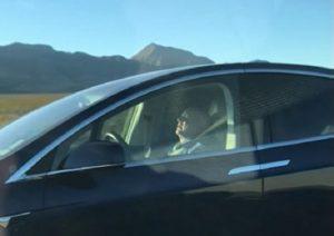 Las Vegas: Tesla ha il pilota automotico, automobilista dorme alla guida2