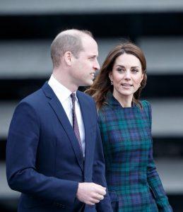 Kate Middleton e il cappottino scozzese di Alexander McQueen2