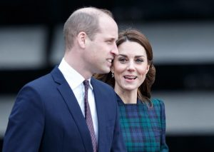 Kate Middleton e il cappottino scozzese di Alexander McQueen3