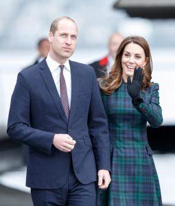 Kate Middleton e il cappottino scozzese di Alexander McQueen5