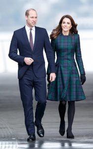 Kate Middleton e il cappottino scozzese di Alexander McQueen6