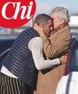 Lapo Elkann è tornato: la FOTO dell'abbraccio col padre Alain su Chi