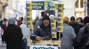 Lotteria Italia, i biglietti vincenti di terza categoria (premio da 25mila euro) (foto Ansa)