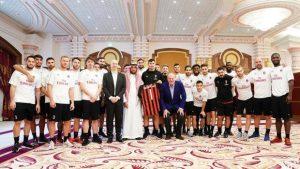 Milan, Higuain fatto fuori dalla foto di gruppo. Lui al Chelsea con Piatek al suo posto?