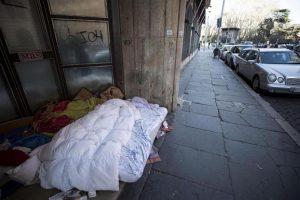 Roma: fermata automobilista che ha travolto e ucciso Nereo, il clochard di Corso d'Italia