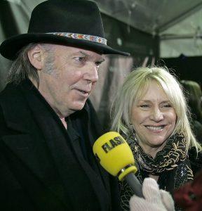 Pegi morta, addio cantante ed ex moglie Neil Young