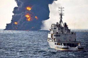 Hong Kong, petroliera prende fuoco: almeno un morto (foto d'archivio Ansa)