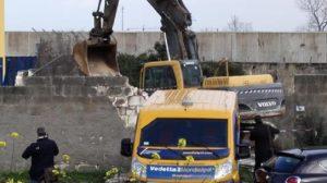 Bari: rapina e assalto con ruspe al portavalori. Camion bruciati per bloccare la strada