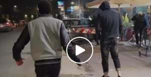 """""""Roma, respinto dalla discoteca investe in auto i buttafuori VIDEO"""" è bloccato Roma, respinto dalla discoteca investe in auto i buttafuori VIDEO"""