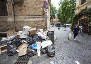 Rifiuti, scuole aperte a Roma: L'annuncio dei presidi