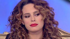 """Uomini e Donne, Sara Affi Fella chiede scusa dopo lo scandalo: """"Sono diventata anoressica, mi sono fatta schifo"""""""