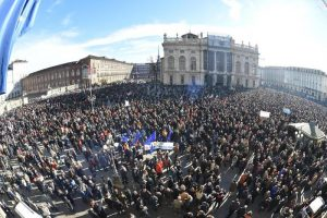 """Sì Tav in piazza a Torino: """"Siamo più di 30mila"""". C'è anche la Lega 01"""