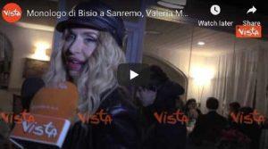 """Valeria Marini che era a Sanremo ha detto """"Il monologo di Bisio sui migranti? Mi è piaciuto molto"""" VIDEO"""