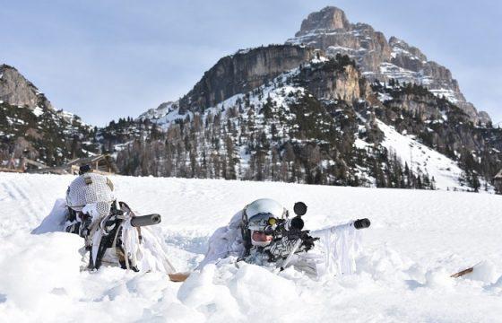 gli alpini si esercitano in montagna2