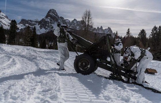 gli alpini si esercitano in montagna5