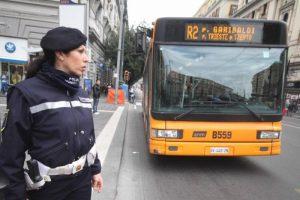 Multe, sono valide se a farle sono i controllori dei bus? Solo nelle strisce gialle, Cassazione