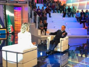 Silvio Berlusconi show a Pomeriggio 5 da Barbara D'Urso: italiani impazziti