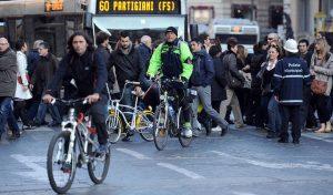 Codice della strada, novità in vista: sì bici contromano, no fumo in auto, 150 kmh in autostrada