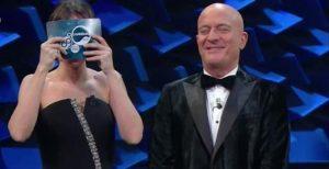 """Sanremo 2019, Bisio gaffe: chiama Virginia Raffaele """"Michelle"""". Lei risponde: """"Crozza"""" VIDEO"""