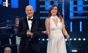 Virginia Raffaele versione grammofono: gag con Bisio a Sanremo 2019