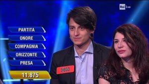 """L'Eredità, il campione Diego Fanzaga si presenta con la fidanzata. Su Twitter: """"Calo di ascolti"""""""