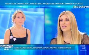 Domenica Live, Paola Caruso incontra la presunta madre biologica. Il padre era un calciatore?