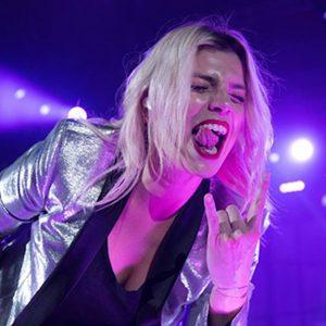 Emma come i Pearl Jam. La provocazione dal palco a Salvini