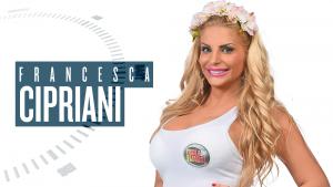 Francesca Cipriani e la lotta con l'uccello a colpi di reggiseno