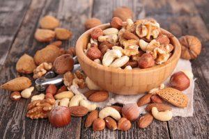 Diabete, rischio infarto e ictus ridotto con la frutta secca