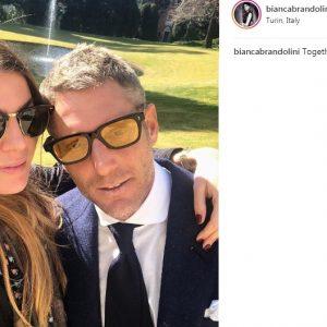 Lapo Elkann, selfie con Bianca Brandolini d'Adda al funerale di sua nonna Marella Agnelli