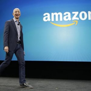"Jeff Bezos (Amazon): ""National Enquirer, vicino a Trump, mi ha ricattato per le mie foto intime"""