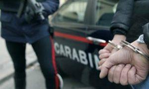 Mazara del Vallo, litiga coi vicini e prende a sprangate un carabiniere: arrestato