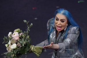 """Sanremo 2019, Loredana Bertè ringrazia per ovazione: """"Vi amo"""". E sui social """"applausi per le gambe"""""""