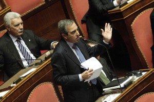 """Leva obbligatoria, Salvini la vuole, Gasparri lo ferma: """"Risorse per le FFAA"""""""