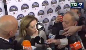 Giorgia Meloni bestemmia in diretta? Il VIDEO dopo la vittoria in Abruzzo